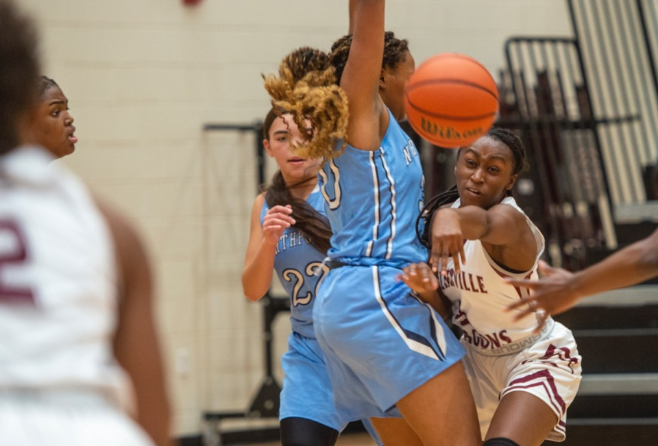 <strong>Collierville High School's Anandi Farrell-Rousseau (3) passes to teammate Nakiyah Westbrook (2) after being stopped in the lane by Northpoint forward Leah Jones (30) Tuesday.</strong> (Greg Campbell/Special to The Daily Memphian)