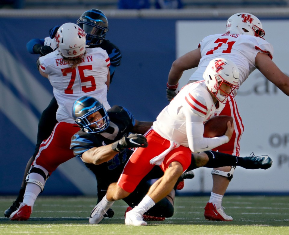 <strong>University of Memphis linebacker Jaylon Allen (37) tries to bring down University of Houston quarterback Clayton Tune (3) during a Dec. 12, 2020 game.</strong> (Patrick Lantrip/Daily Memphian)