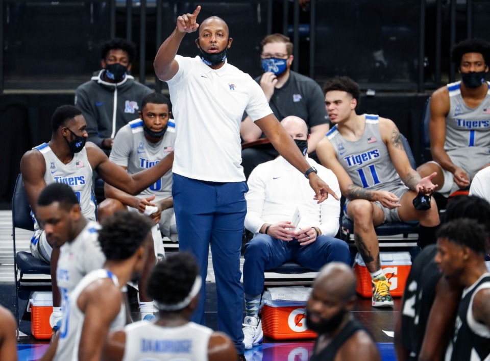 <strong>Memphis head coach Penny Hardaway (top) directs his player during action against Mississippi Valley State on Dec. 8, 2020.</strong> (Mark Weber/The Daily Memphian)