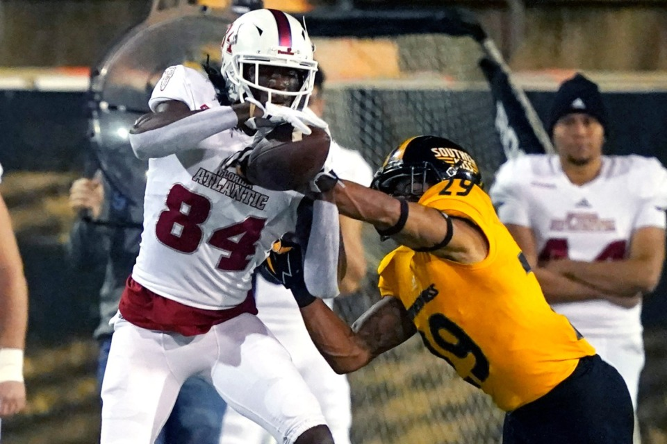 <strong>The Owls aren&rsquo;t strong on offense, as demonstrated by this play, where Southern Mississippi defensive back Ky'el Hemby (19) breaks up a pass intended for Florida Atlantic wide receiver BJ Alexander (84) on Dec. 10, 2020, in Hattiesburg, Miss. Southern Mississippi won 45-31.</strong> (Rogelio V. Solis/AP)