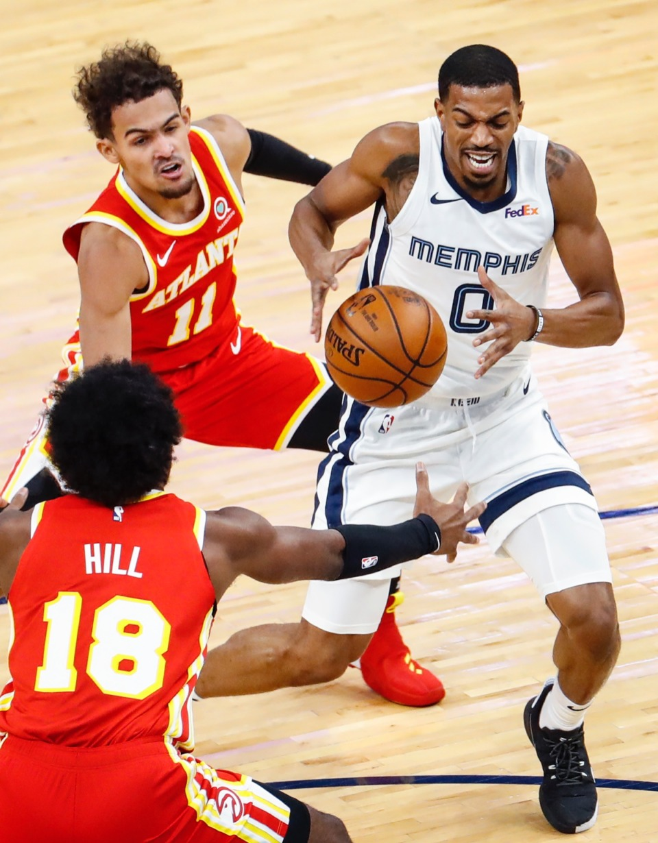 <strong>Memphis Grizzlies guard De'Anthony Melton (right) drives the lane against Atlanta&rsquo;s Trae Young (top) and Solomon Hill (bottom) on Thursday, Dec. 17, 2020.</strong> (Mark Weber/The Daily Memphian)
