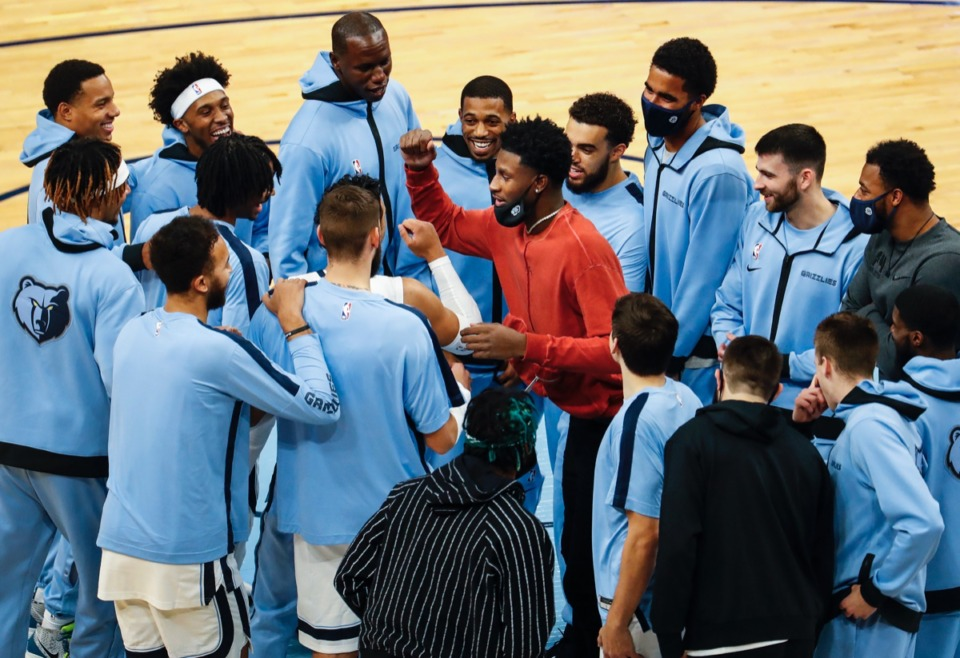 <strong>Despite his injury, Jaren Jackson Jr. (red jacket) helps fire up the Memphis Grizzlies in a pregame huddle on Dec. 17, 2020.</strong> (Mark Weber/The Daily Memphian)