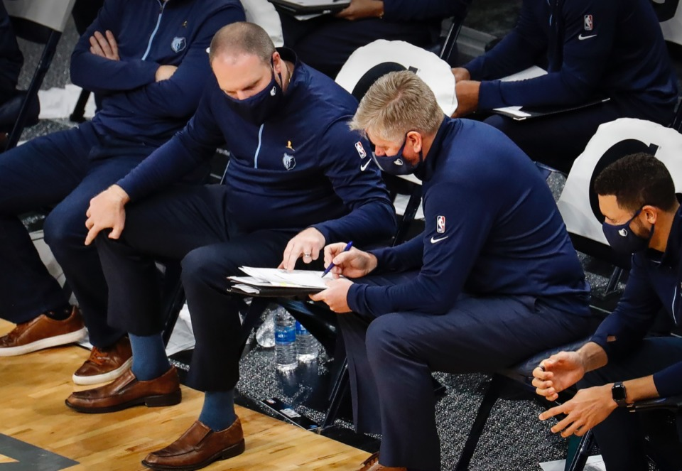 <strong>Memphis Grizzlies head coach Tyler Jenkins (left) looks over plays on the bench on Dec. 17, 2020.</strong> (Mark Weber/The Daily Memphian)