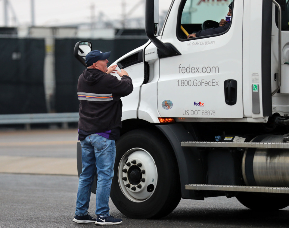 <strong>A FedEx employee instructs a delivery driver transporting Moderna's COVID-19 vaccine where to go upon arriving at FedEx's Cold Chain Center Dec. 20, 2020.</strong> (Patrick Lantrip/Daily Memphian)