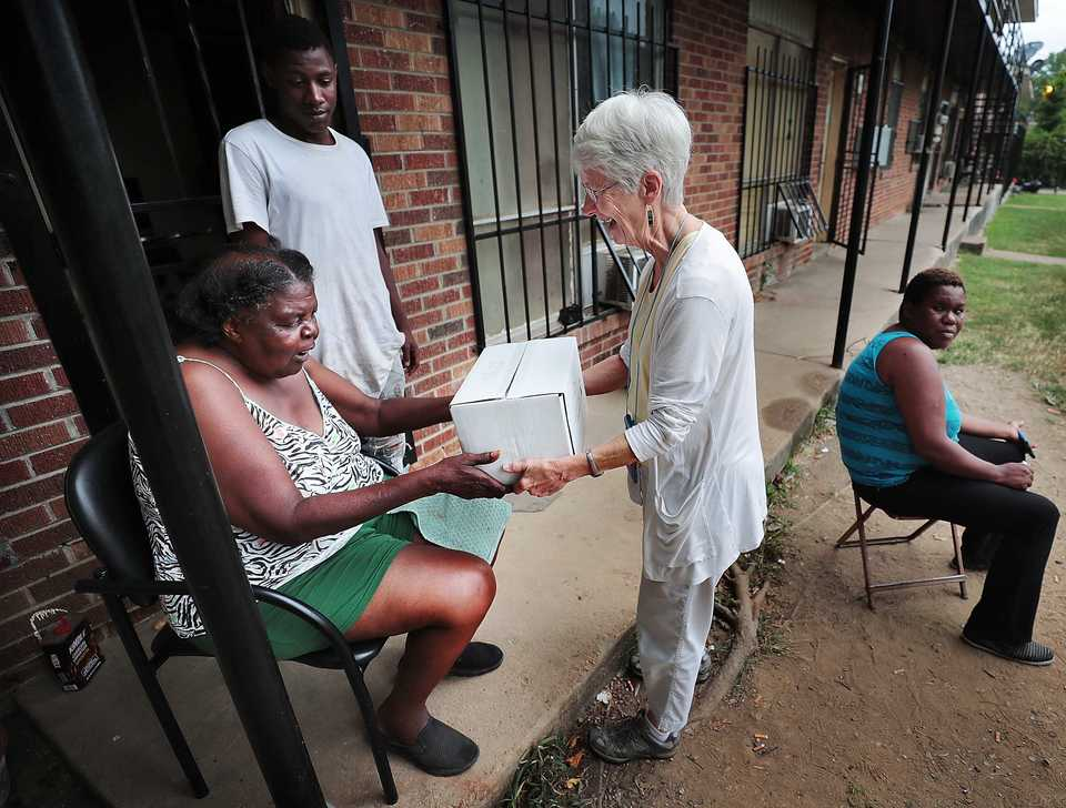 <strong>MIFA volunteer Cookie Ewing delivers Chattie Hampton's MIFA meal to her Binghampton apartment. Fueled by thousands of volunteers, MIFA, which turns 50 this year, has gone high tech with pre-plotted routes and an app, but deliveries are still made with a personal touch.</strong> (Jim Weber/Daily Memphian)