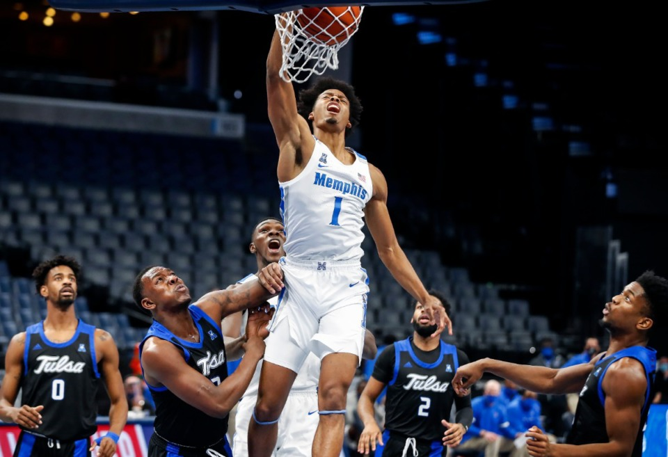 <strong>Memphis guard Jayden Hardaway (middle) completes a fast-break dunk against the Tulsa defense during action on Monday, Dec. 21, 2020. (</strong>Mark Weber/The Daily Memphian)