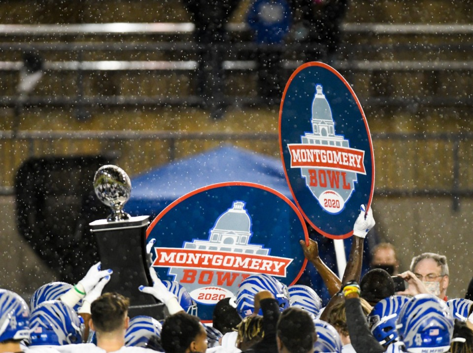 <strong>The Memphis Tigers hoist their trophy after ending the program&rsquo;s five-game bowl losing streak Wednesday, Dec. 23, with a 25-10 win over Florida Atlantic in the Montgomery Bowl in Montgomery, Alabama.</strong> (Julie Bennett/Memphis Athletics)