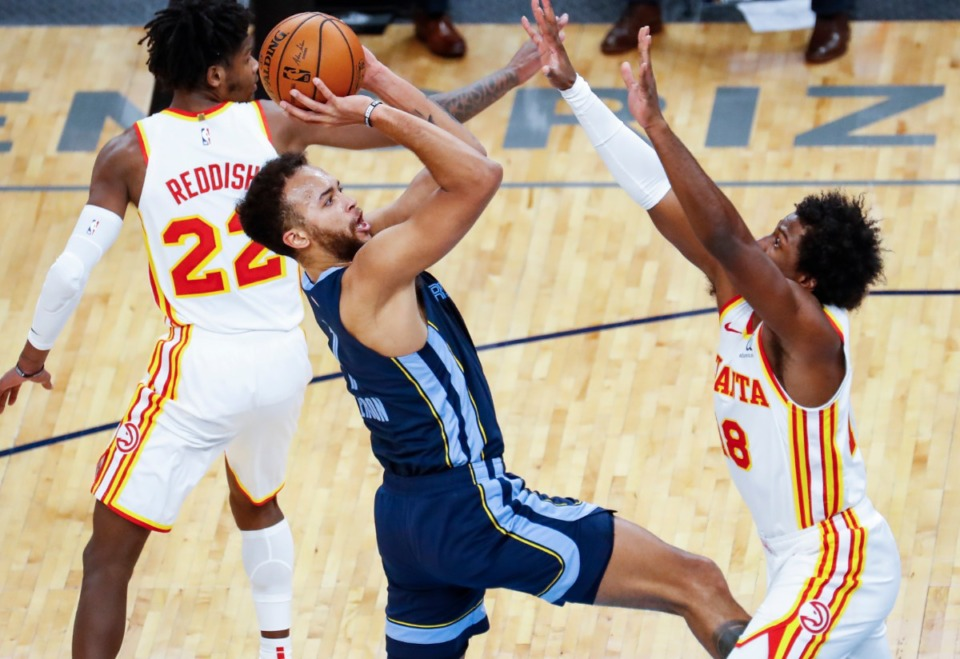 <strong>Memphis Grizzlies forward Kyle Anderson (left) drives the lane against the Atlanta Hawks defense during action on Saturday, Dec. 26, 2020.</strong> (Mark Weber/The Daily Memphian)