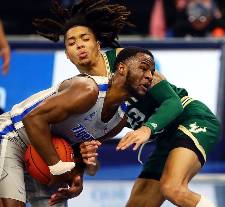 <strong>University of Memphis guard Alex Lomax (2) drives against the University of South Florida on Dec. 29, 2020.</strong> (Patrick Lantrip/Daily Memphian)