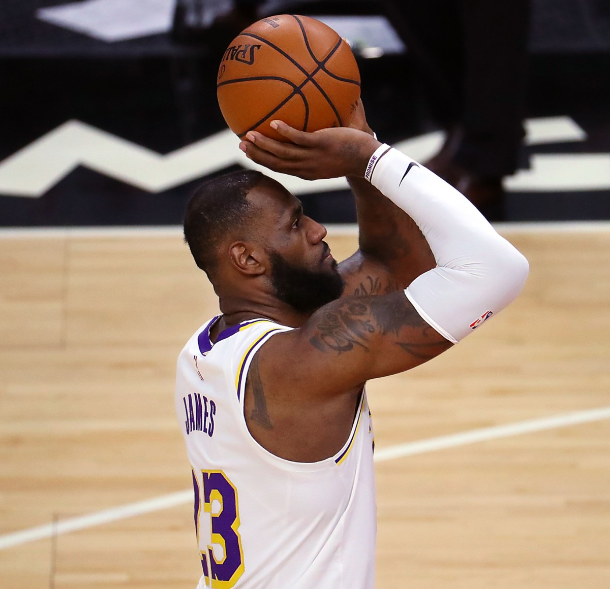<strong>Los Angeles Lakers forward LeBron James (23) shoots a free throw during a Jan. 3, 2021 game against the Memphis Grizzlies at the FedExForum.</strong> (Patrick Lantrip/Daily Memphian)