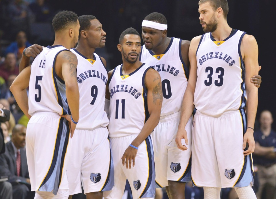 <strong>Memphis Grizzlies players (from left) Courtney Lee (5), Tony Allen (9), Mike Conley (11) Zach Randolph and Marc Gasol (33) talk during a break in the first half of an NBA basketball game Tuesday, Dec. 9, 2014.</strong> (Brandon Dill/AP)
