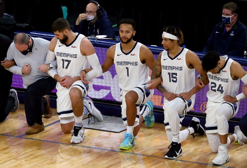 <strong>Players and coaches for the Memphis Grizzlies took a knee before the start of the Jan. 7, 2021, game against the Cleland Cavaliers.</strong> (Patrick Lantrip/Daily Memphian)
