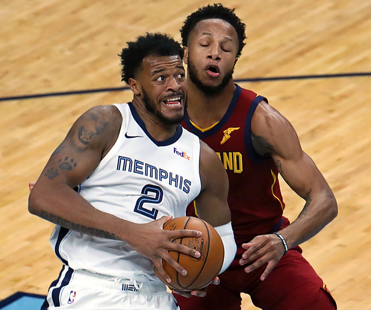 <strong>Memphis Grizzlies forward Xavier Tillman Sr. (2) drives to the basket on Jan. 7, 2021, against the Cleveland Cavaliers at FedExForum.</strong> (Patrick Lantrip/Daily Memphain)