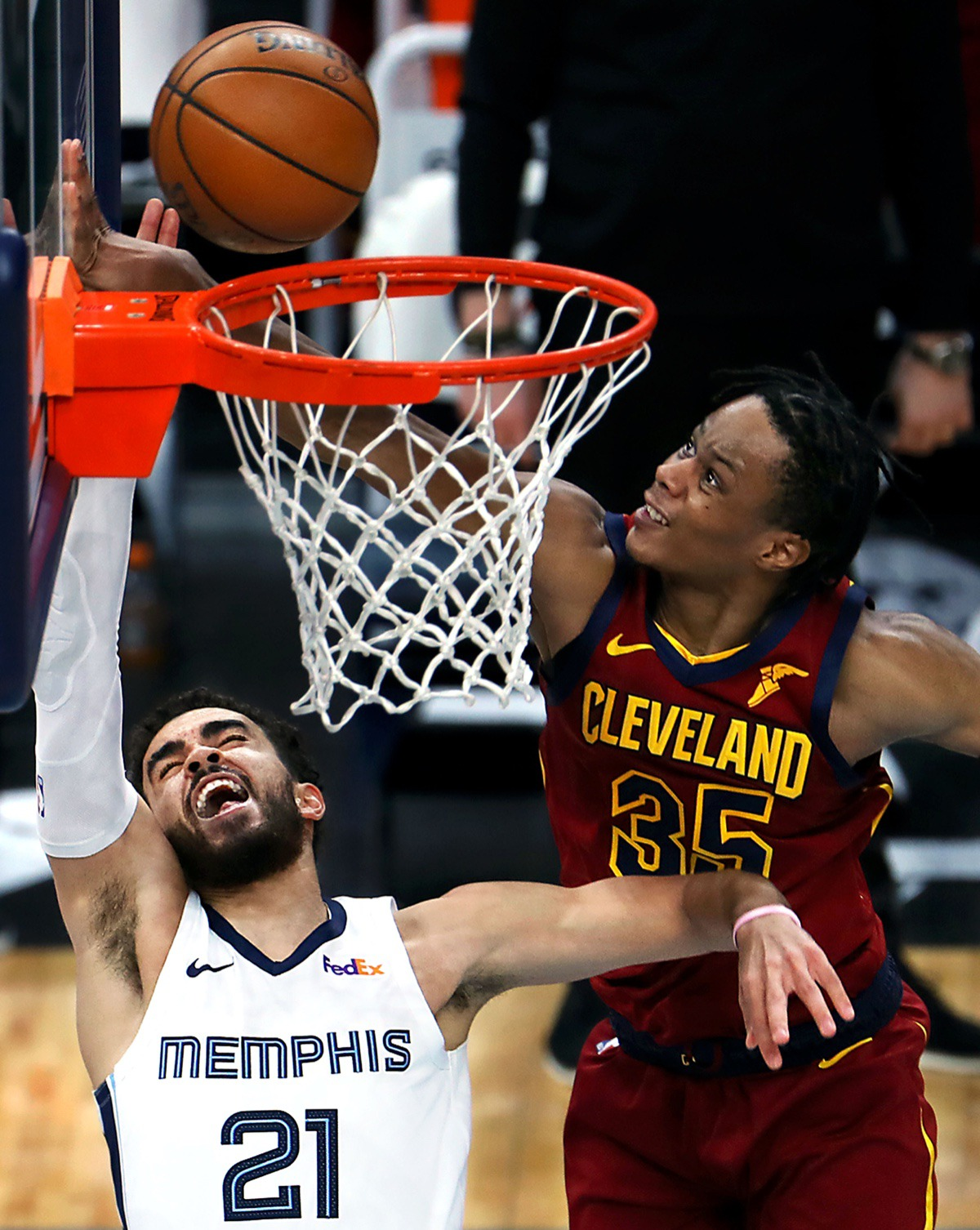 <strong>Cleveland&rsquo;s Isaac Okoro (35) makes a last-second block on Grizzlies guard Tyus Jones (21) to hold on to the win on Jan. 7, 2021, at FedExForum.</strong> (Patrick Lantrip/Daily Memphian)