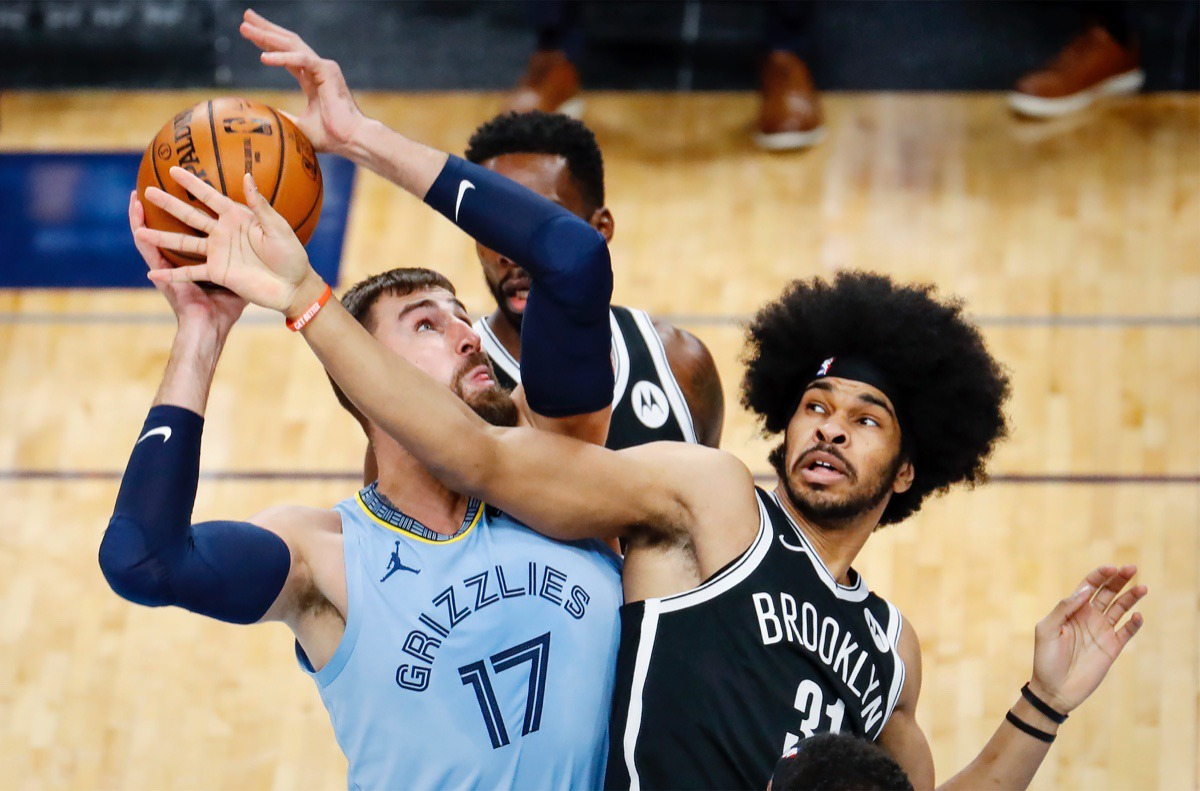 <strong>Memphis Grizzlies center Jonas Valanciunas (left) grabs a rebound away from Brooklyn Nets defender Jarrett Allen (right) on Friday, Jan. 8, 2021.</strong> (Mark Weber/The Daily Memphian)