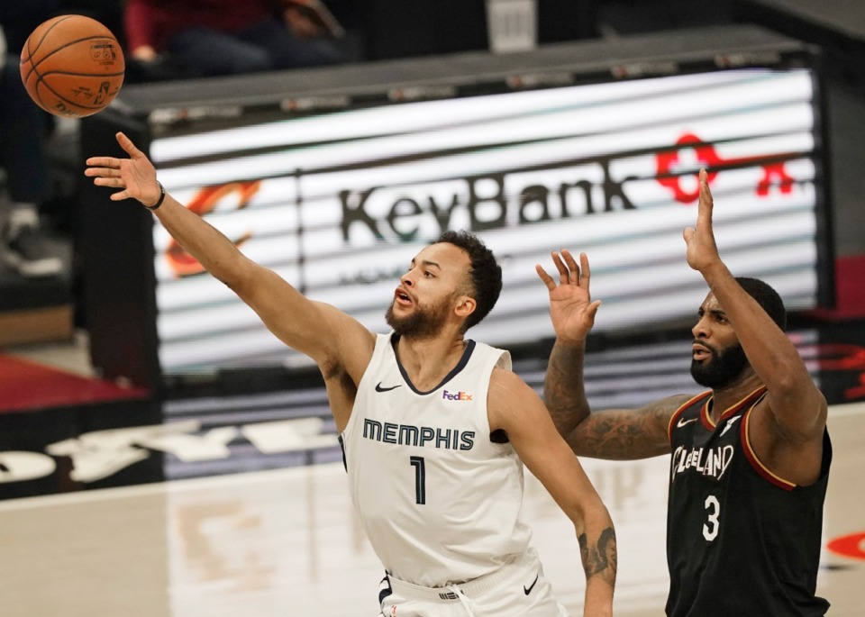 <strong>Kyle Anderson (1) drives to the basket against Cleveland&rsquo;s Andre Drummond (3)on Monday, Jan. 11, 2021, in Cleveland.</strong> (AP Photo/Tony Dejak)