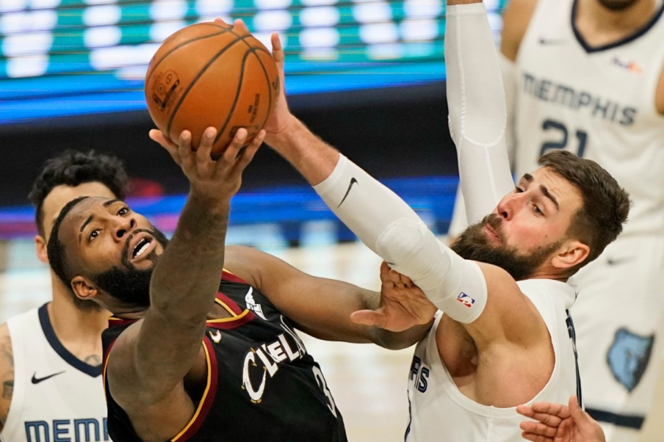 <strong>Cleveland Cavaliers' Andre Drummond, left, and Memphis Grizzlies' Jonas Valanciunas, right, battle for the ball on Jan. 11, 2021, in Cleveland.</strong> (Tony Dejak/AP)