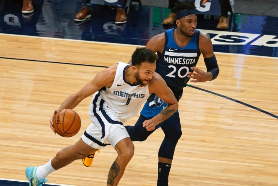 <strong>Kyle Anderson (1) charges to the basket with Minnesota&rsquo;s Josh Okogie (20) in pursuit on Wednesday, Jan. 13, 2021, in Minneapolis.</strong> (Jim Mone/AP)