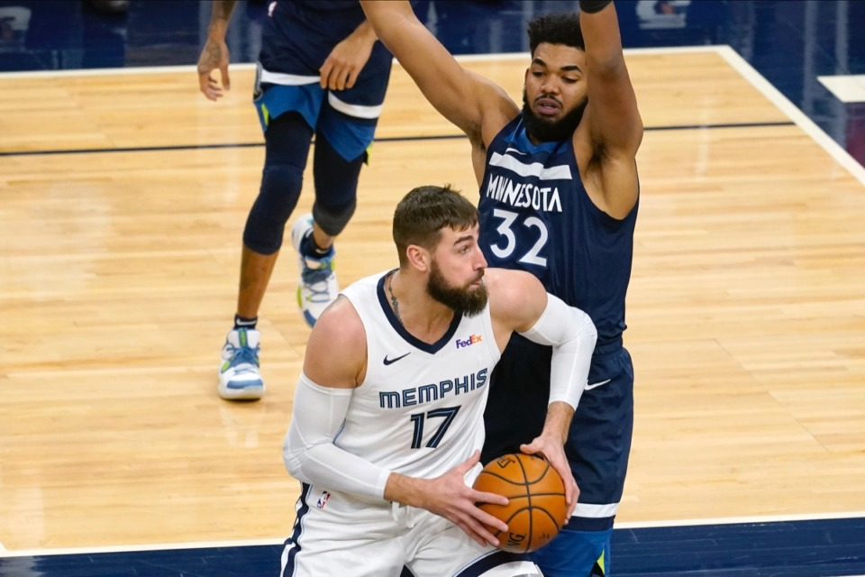 <strong>Center Jonas Valanciunas (17) makes his way past Minnesota&rsquo;s Karl-Anthony Towns (32) on Wednesday, Jan. 13, 2021, in Minneapolis.</strong> (Jim Mone/AP)