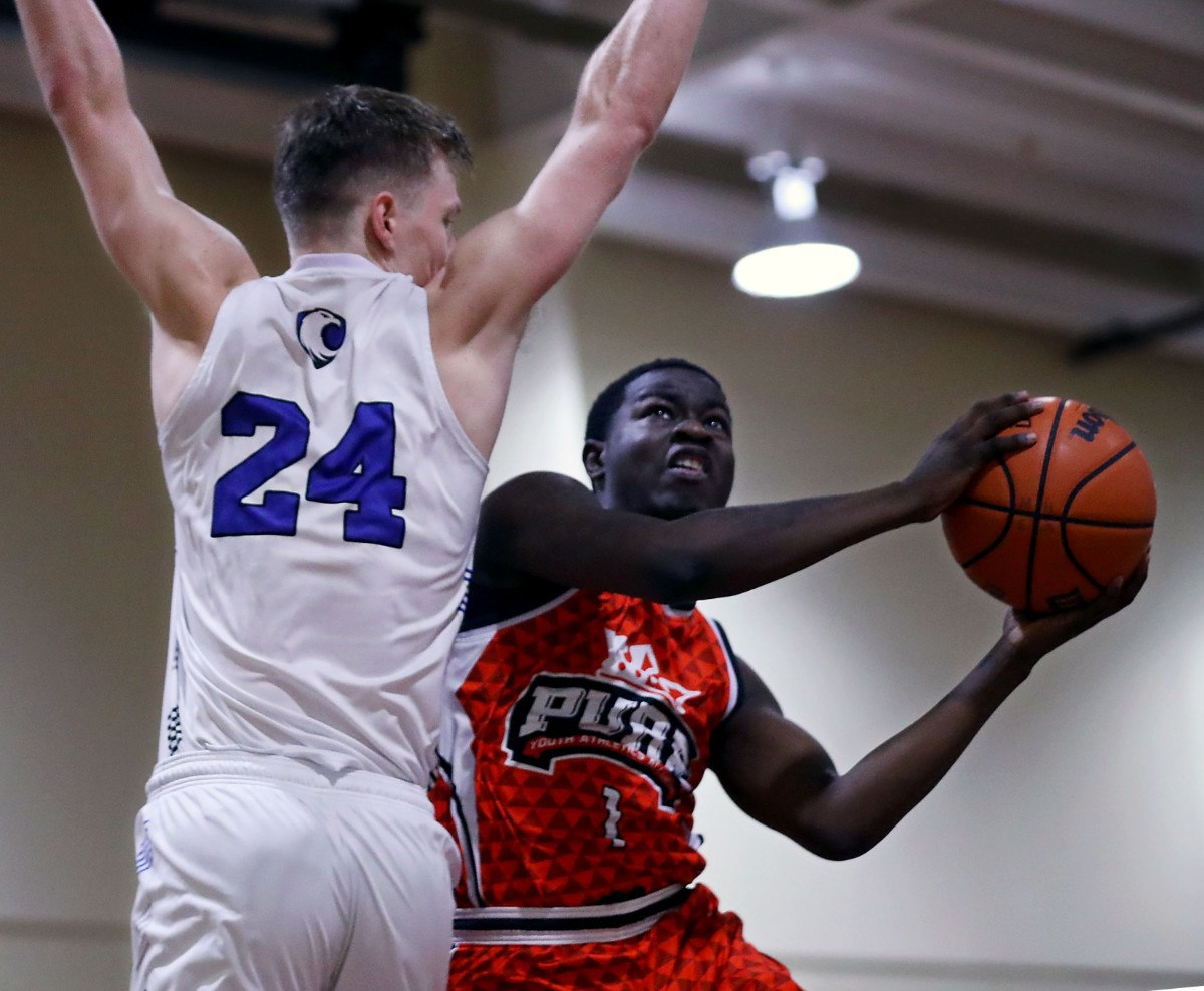 <strong>PURE Youth Athletics Alliance guard Daveonne Warfield (1) goes up for a layup on Jan. 19, 2020, against Memphis Home Education Association at East Side Baptist Church.</strong> (Patrick Lantrip/Daily Memphian)
