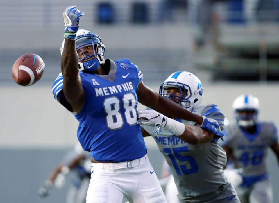 <strong>University of Memphis tight end Tyce Daniel (88) drops a pass during the annual Friday Night Stripes scrimmage game on Friday, Apr. 12, 2019.</strong> (Houston Cofield/Daily Memphian)
