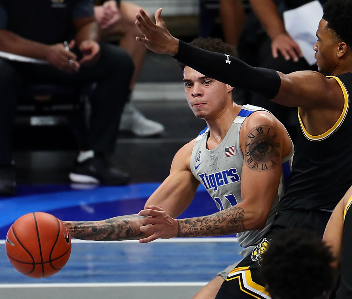 <strong>University of Memphis guard Lester Quinones (11) passes the ball during a Jan. 21, 2021, game against the Wichita State Shockers at FedExForum.</strong> (Patrick Lantrip/Daily Memphian)