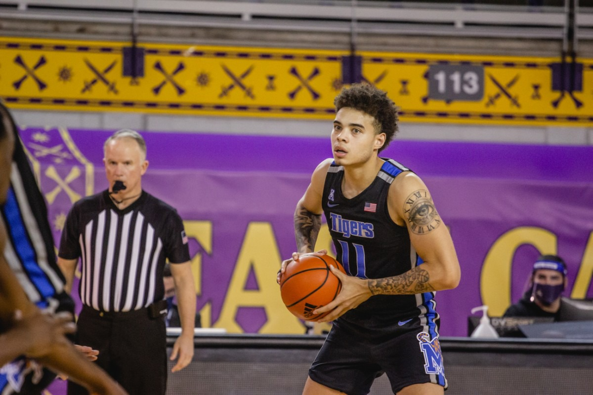 <strong>Lester Quinones looks for am opening at the University of Memphis Tigers game against East Carolina, Sunday, Jan. 24, 2021 at Greenville, N.C.</strong> (Houston McCullough/ECU Athletics)