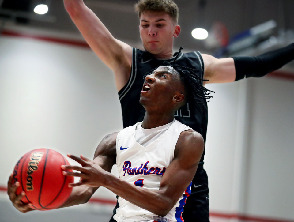 <strong>Bartlett High School Amarr Knox (1) goes up for a layup during a Jan. 21, 2021 game against the Houston High School Mustangs.</strong> (Patrick Lantrip/Daily Memphian file)