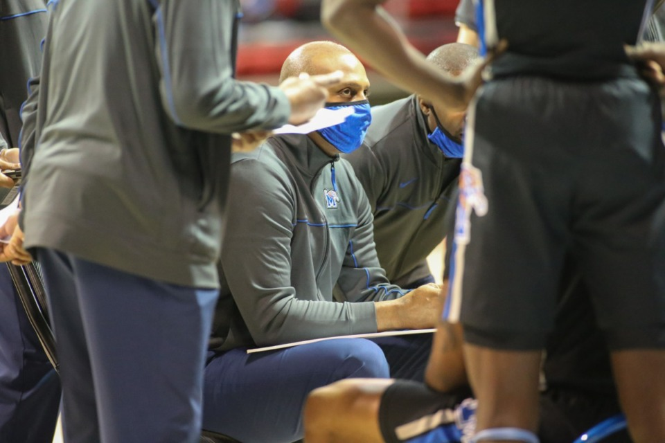 <strong>Coach Penny Hardaway works out a play against SMU in Dallas on Jan. 28, 2021.</strong> (Courtesy University of Memphis)
