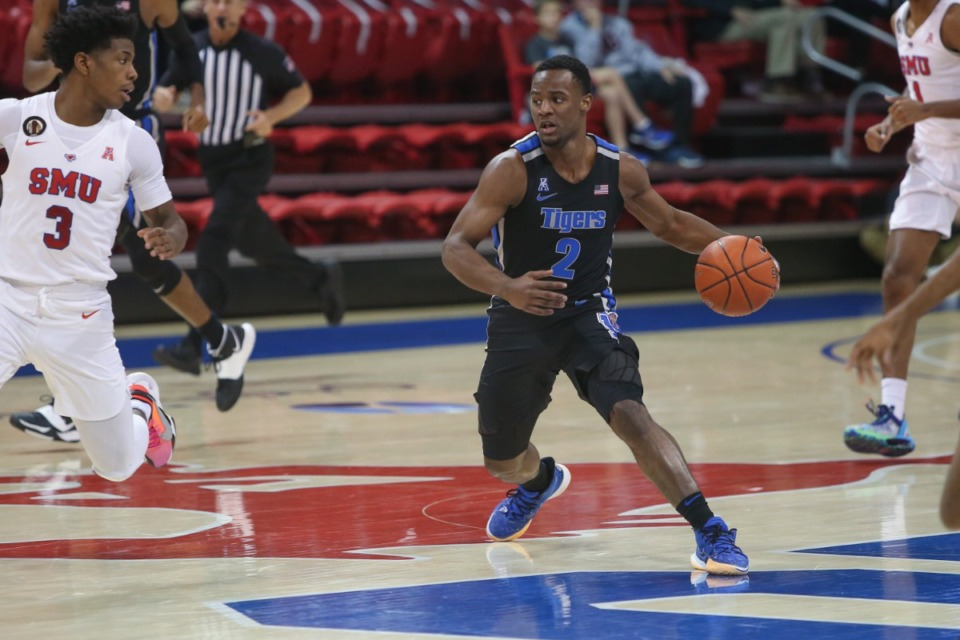 <strong>Alex Lomax looks to pass against SMU in Dallas on Jan. 28, 2021.</strong> (Courtesy University of Memphis)