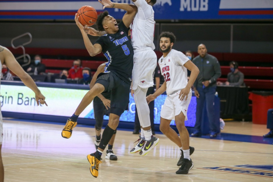 <strong>Boogie Ellis tries to shoot over SMU's defense in Dallas on Jan. 28, 2021.</strong> (Courtesy University of Memphis)