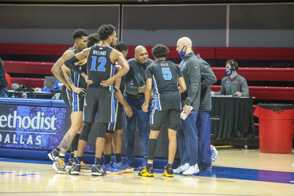 <strong>Coach Penny Hardaway (center) instructs the Tigers during a timeout in the game against SMU in Dallas on Jan. 28, 2021.</strong> (Courtesy University of Memphis)