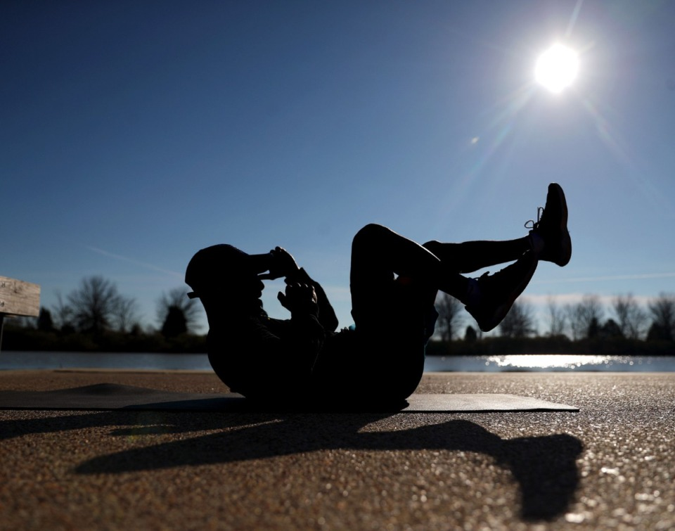 <strong>Certified trainer Jason Weiskopf works out next to Hyde Lake in Shelby Farms Park, Jan. 28, 2021.</strong> (Patrick Lantrip/Daily Memphian)