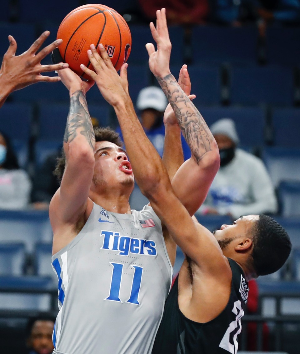 <strong>Tigers guard Lester Quinones (left) drives to the basket against UCF&rsquo;s C.J. Walker (right) on Wednesday, Feb. 3, 2021.</strong> (Mark Weber/The Daily Memphian)