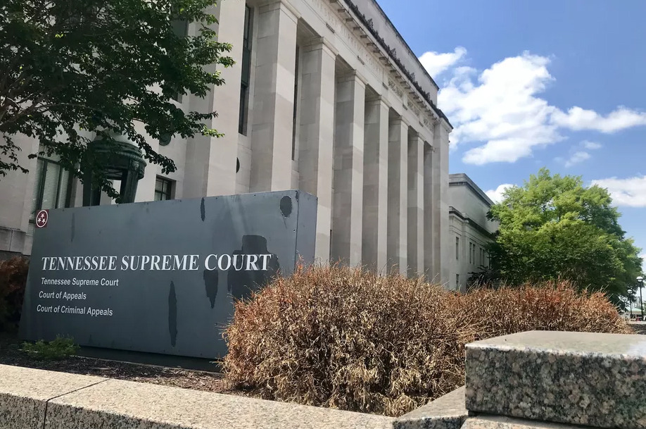 <strong>The Tennessee Supreme Court building sits near the state Capitol in Nashville.</strong>&nbsp;(Marta W. Aldrich/Chalkbeat)