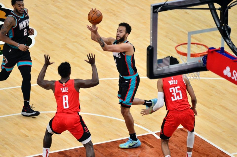 <strong>Memphis Grizzlies forward Kyle Anderson (1) handles the ball between Houston Rockets forward Jae'Sean Tate (8) and center Christian Wood (35) on Thursday, Feb. 4, 2021.</strong> (Brandon Dill/AP)