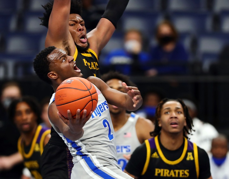 <strong>Memphis Tigers guard Alex Lomax (2) goes up for a layup during a Feb. 6, 2021 game against ECU at the FedExForum.</strong> (Patrick Lantrip/Daily Memphian)