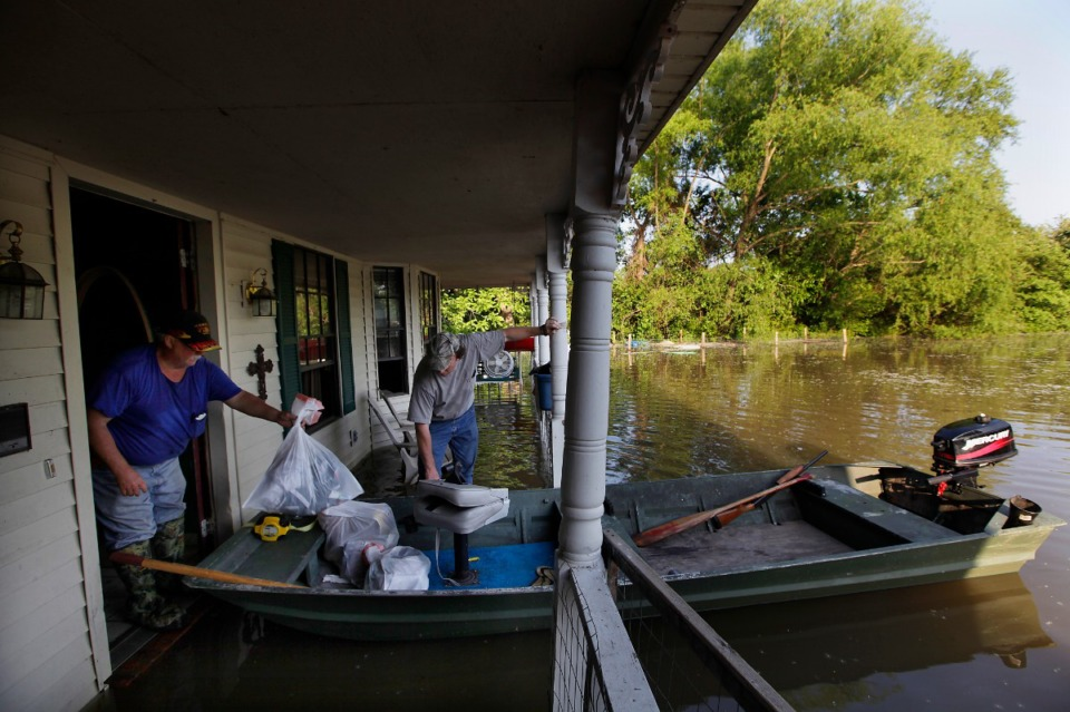 <strong>After flooding in 2011, residents moved items from a home in the Woodstock-Cuba area. After weeks of rising to historic levels, the Mississippi River reached a crest just short of 48 feet at the Memphis gauge.</strong> (Lance Murpley/Daily Memphian file)&nbsp;