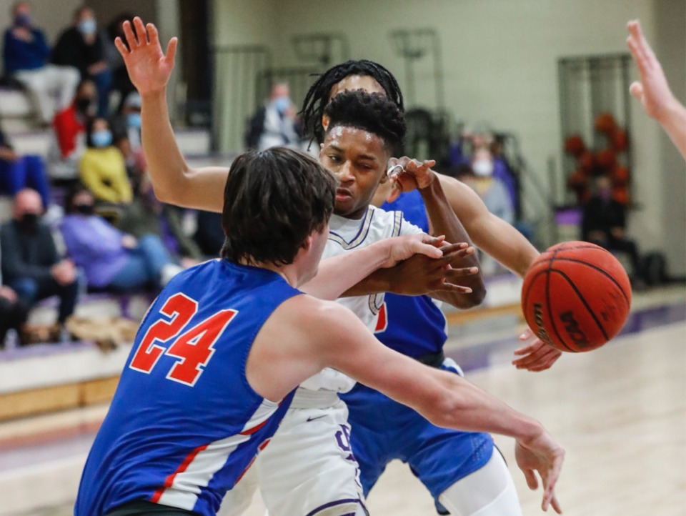 <strong>Christian Brothers guard Zion Owens (middle) loses the ball while defended by MUS&rsquo; Gavin Murrey (front) on Feb. 9, 2021.</strong> (Mark Weber/The Daily Memphian)
