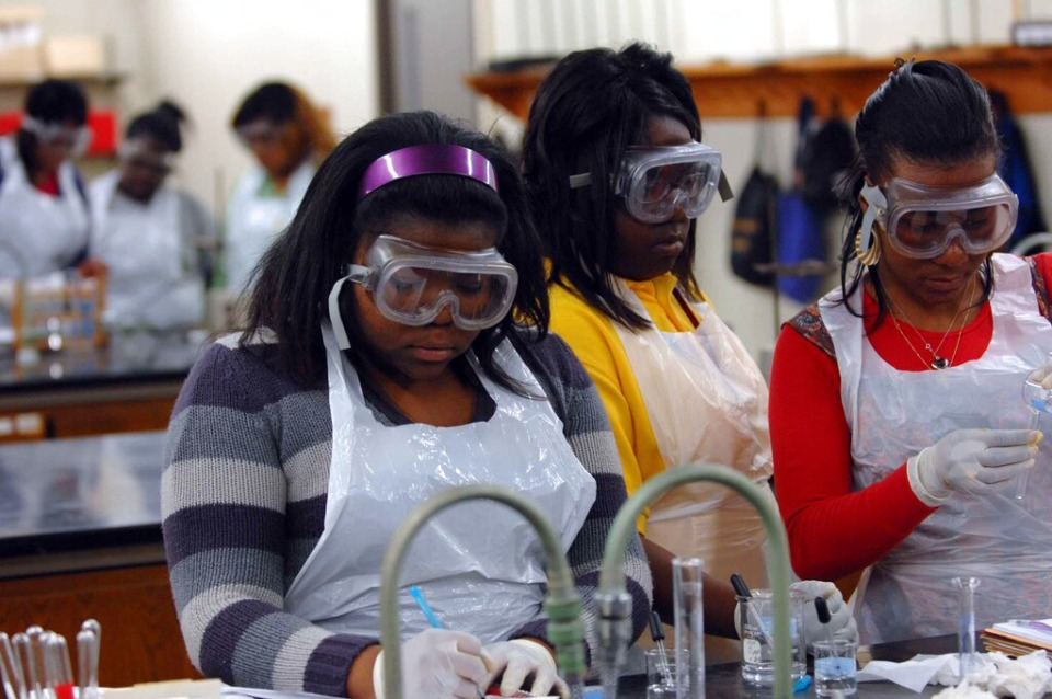 <strong>Students run through experiments in a chemistry lab at LeMoyne-Owen College in 2009</strong>. (AP Photo/Greg Campbell)