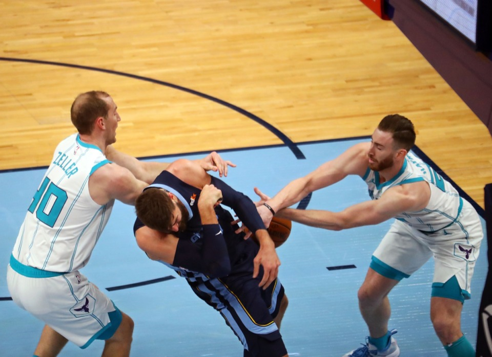 <strong>Memphis Grizzles center Jonas Valanciunas (17) fights for a rebound with Charlotte Hornets forward Gordon Hayward (20) on Feb. 10, 2021 game at FedExForum.</strong> (Patrick Lantrip/Daily Memphian)