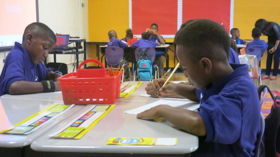"<div class=""img-wrapper""> <div class=""img-credit""> <div class=""credit""><strong>Aspire students work on a project in March 2015. The four Aspire Memphis schools will transition to a new, independent charter organization.</strong> (<span>J. Zubrzycki/Chalkbeat)</span></div> </div> </div>"