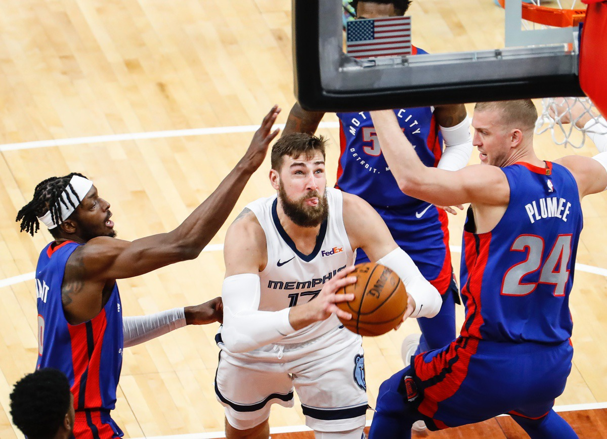 <strong>Grizzlies center Jonas Valanciunas (middle) drives to the basket against Detroit&rsquo;s Isaiah Stewart (left) and Mason Plumlee (right) on Feb. 19, 2021.</strong> (Mark Weber/The Daily Memphian)