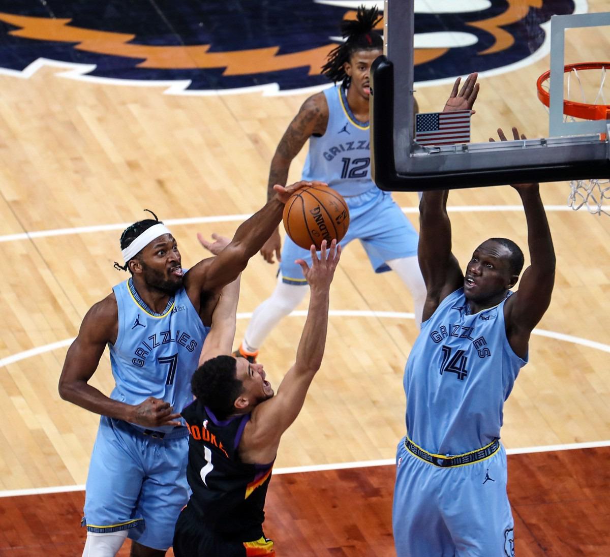 <strong>Memphis Grizzlies forward Justise Winslow (7) blocks Phoenix Suns guard Devin Booker (1) during a Feb. 20, 2021 game at the FedExForum.</strong> (Patrick Lantrip/Daily Memphian)
