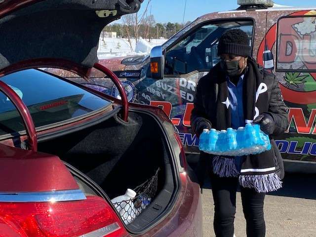 <strong>Memphis City Council member Rhonda Logan loads a case of bottled water at Raleigh Springs Civic Center Sunday, Feb. 21, one of eight sites where the city distributed free bottled water and soft drinks donated by Coca-Cola.</strong> (Daily Memphian/Bill Dries)