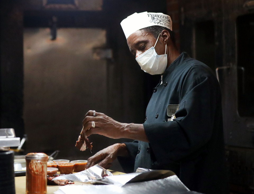 <strong>Henry Morris (in a file photo) prepares a plate of ribs during lunch at Rendezvous.</strong> (Patrick Lantrip/Daily Memphian)