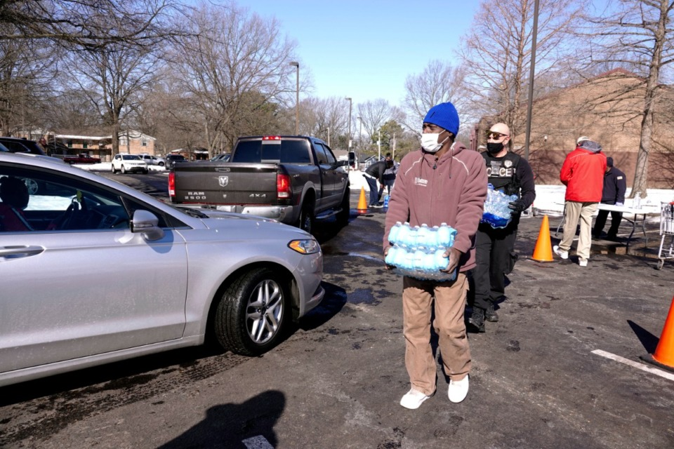<strong>Volunteers help distribute free water Sunday at Hollywood Community Center.</strong> (Karen Pulfer Focht/AP)