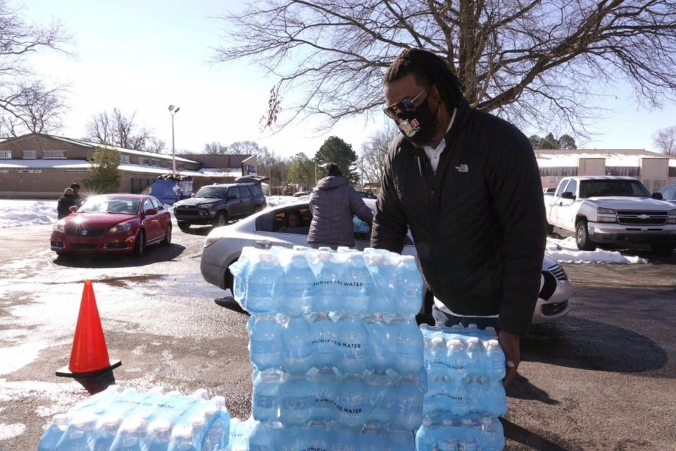<strong>Thousands of bottles of water were distributed Sunday, Feb. 21 at eight locations around Memphis as the city remains under a boil-water advisory.&nbsp;</strong> (Karen Pulfer Focht/AP)