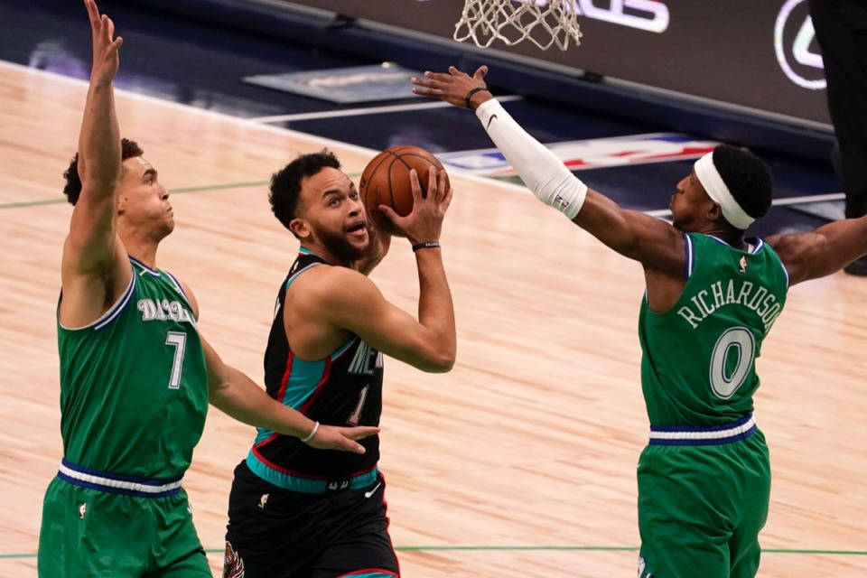 <strong>Dallas Mavericks' Dwight Powell (7) and Josh Richardson (0) try to block Kyle Anderson (1) as he drives to the basket on Monday, Feb. 22, 2021.</strong> (Tony Gutierrez/AP)