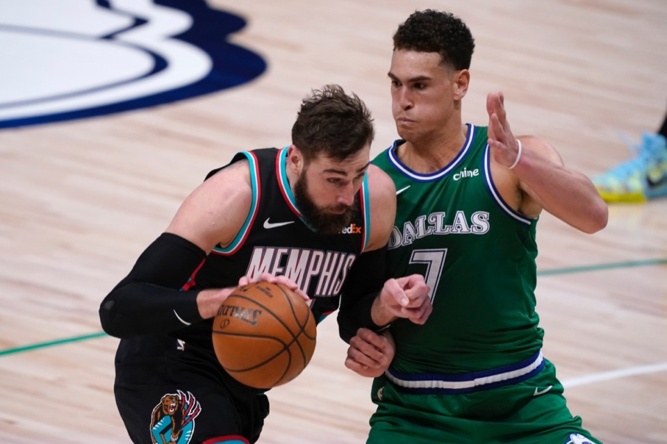 <strong>Grizzlies center Jonas Valanciuna, left, works against Dallas&rsquo; Dwight Powell (7) for a shot opportunity on Feb. 22, 2021.</strong> (Tony Gutierrez/AP)